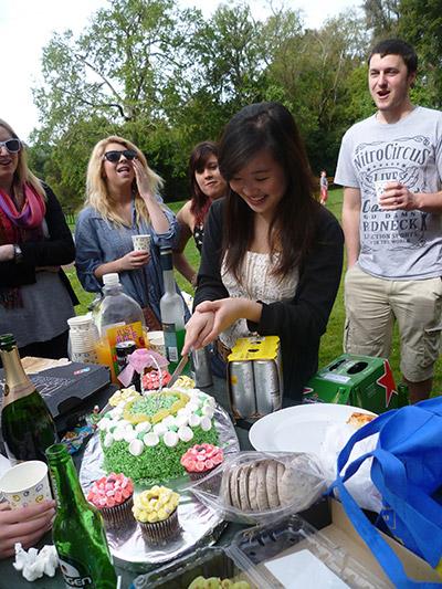 cutting-the-cake-with-friends
