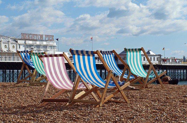 sun-loungers-brighton-seafront